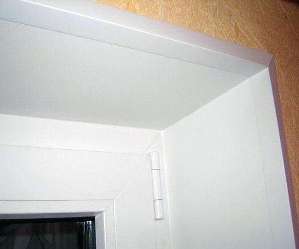 Как красиво отделать старые откосы входной двери