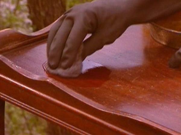 Как отремонтировать лакированную мебель своими руками